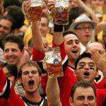 болельщики с пивом