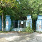 вход в ПКиО Уралмаш в период забвения