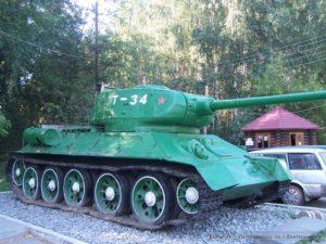 танк на входе в парк Победы