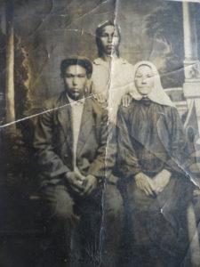 отец с мачехой и её дочь