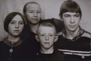 Клавдия Павловна, дочь Светлана, сын Вадим и племянник справа