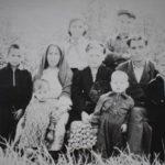 Фарида и Гайнулла с тремя детьми, и моя бабушка с детьми Галий, Рашида, Галим