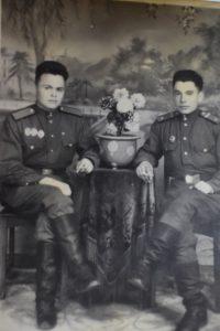 1950-54 гг. Фатих Салимович (слева) в Китае