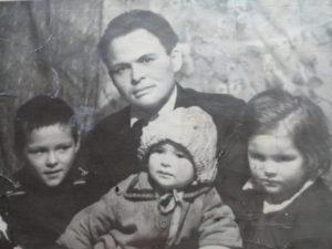 1965 г. Фатих с детьми Галимьян, Лилия, Альфия